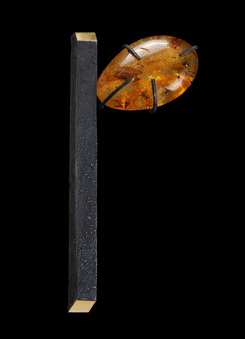 Gigi Mariani Brooch: Alone in my thougts Silver, 18ktyellow gold, Amber, niello, patina