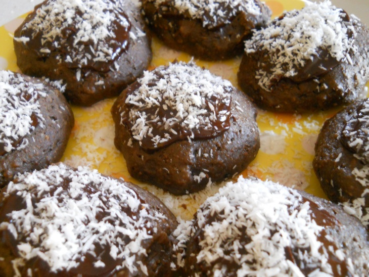... .com/2013/04/12/chocolate-coconut-scones/) and coconut flakes