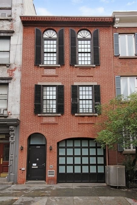 Brick townhouse with black shutters parties pinterest for Nyc townhouse with garage