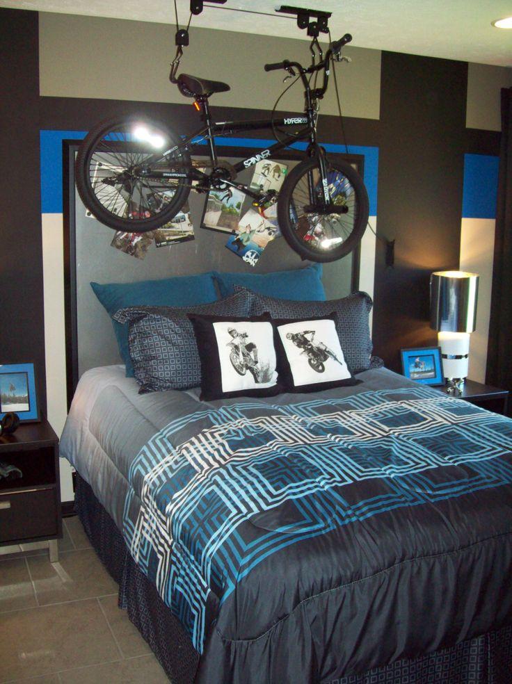 Bike theme in a teen tween boys 39 bedroom kids 39 room for Dirt bike bedroom ideas