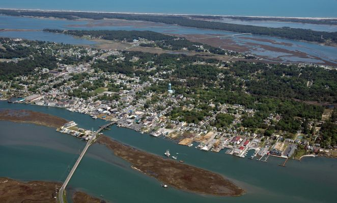 chincoteague island A peaceful fishing community on virginia's eastern shore chincoteague island is ideal for a relaxing vacation of beach combing, fishing, boating, bird watching, or hiking and bicycling on the assateague island wildlife refuge.