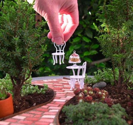 """Amazing Miniature Garden.  Would be fun to build a """"dream garden"""".  If I only had the time..."""