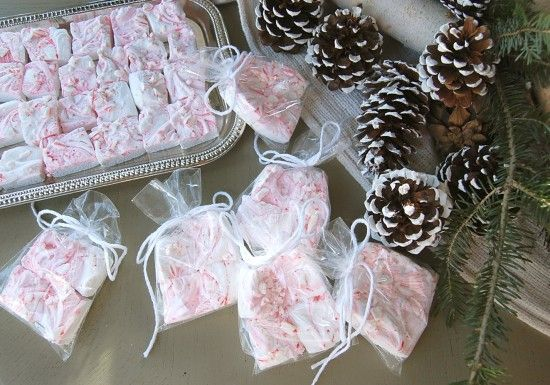 Make your own peppermint swirl marshmallows! *sweet*