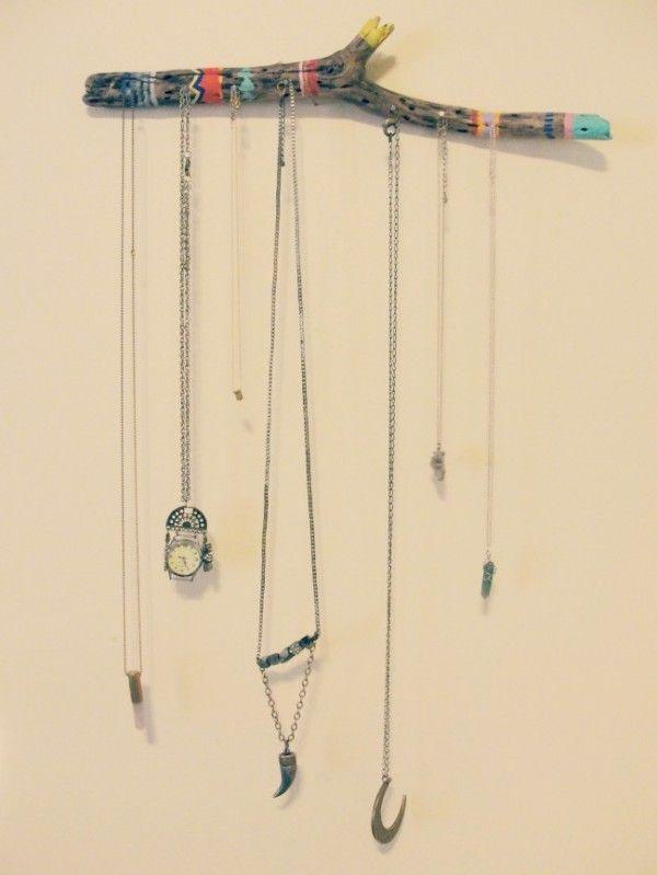 Driftwood jewelry holder DIY