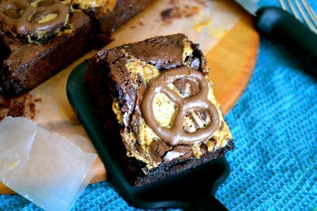 Chocolate Peanut Butter Pretzel Brownies by Warm Vanilla Sugar