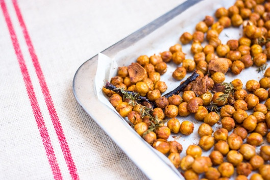 Smoked Paprika Roasted Chickpeas | Get in my belly | Pinterest