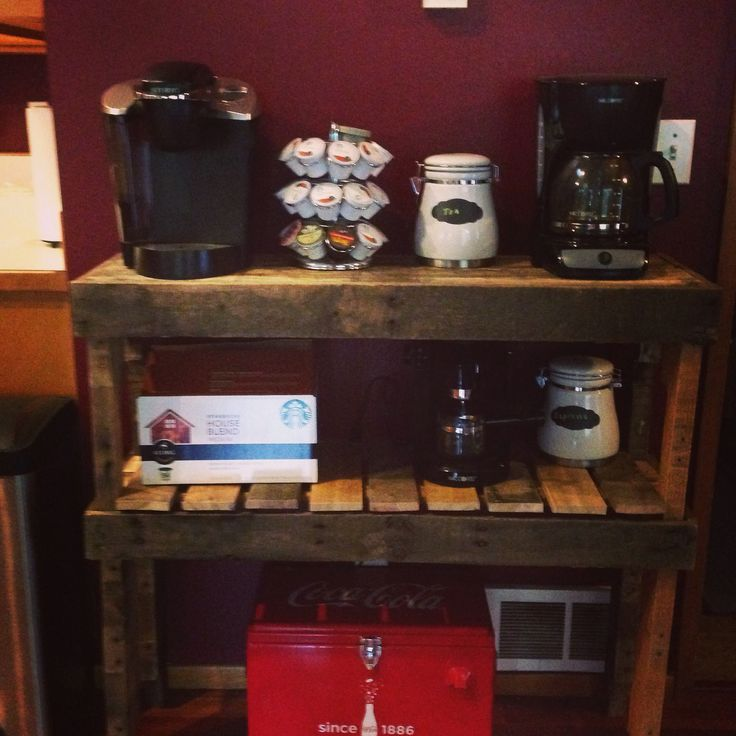 Coffee bar from a pallet | DIY | Pinterest