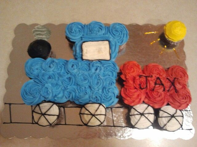 how to make a train cake out of cupcakes