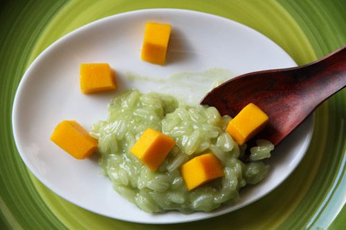Thai-Inspired Coconut-Pandan Rice Pudding with Fresh Mango
