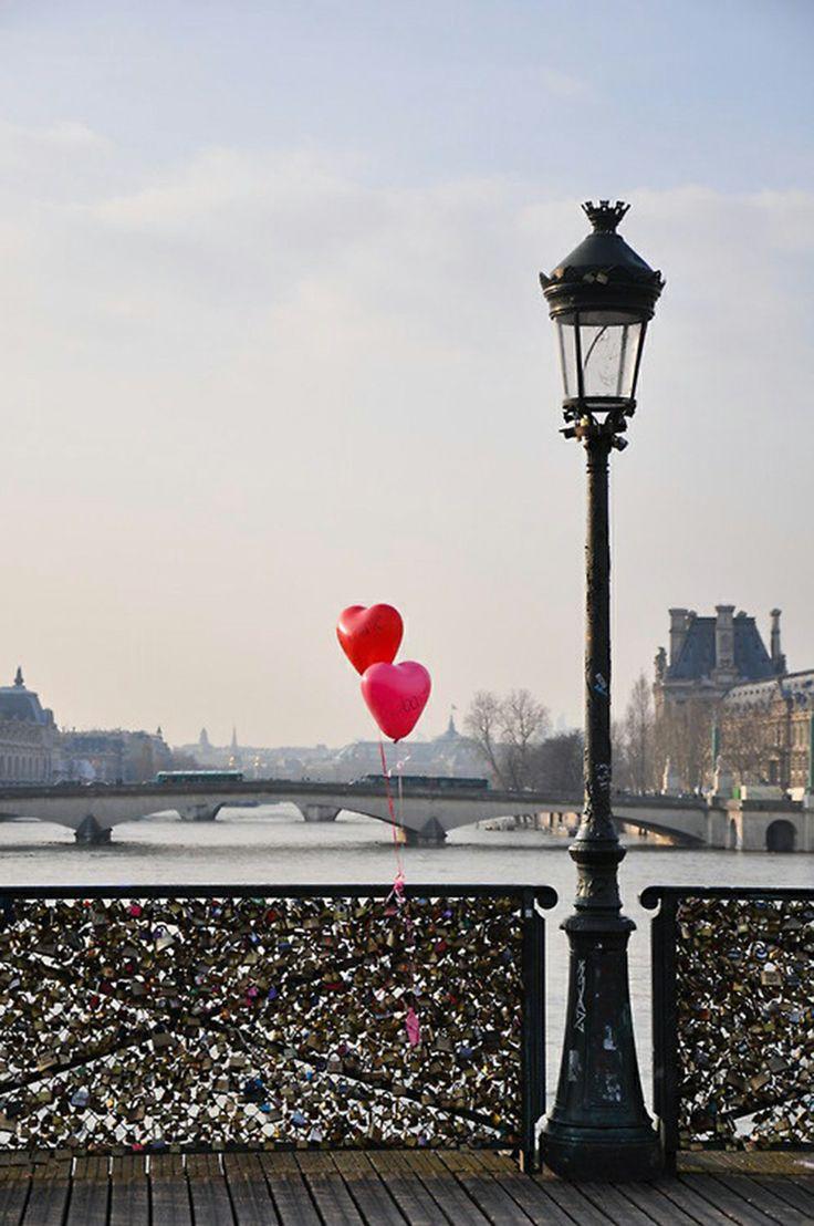 Lock bridge paris love heart balloons places pinterest for The lock bridge in paris