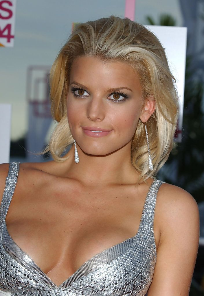 jessica simpson loving the hair color blonde