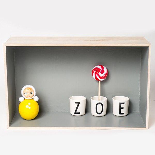 Tasse Alphabet Design Letters by Arne Jacobsen en mélamine - My Little Bazar décoration pour chambre enfant