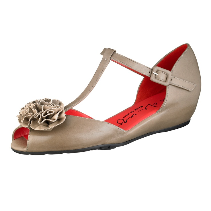 Extraordinarily comfortable Pas de Rouge T-strap sandal in the softest