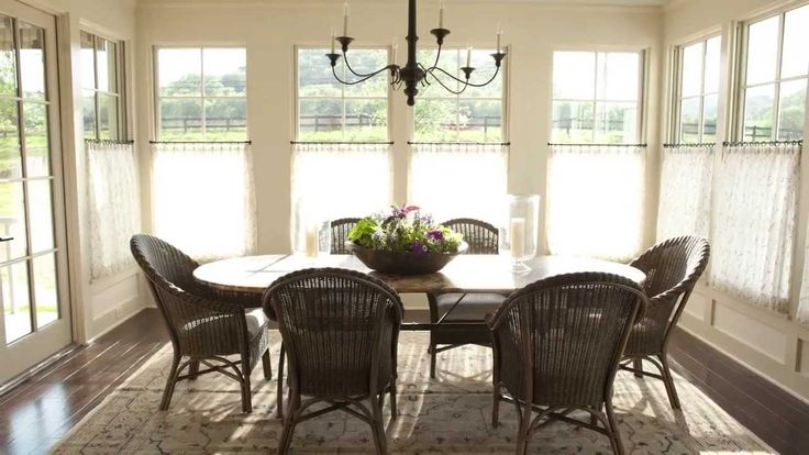 Casual Dining Room Sheer Cafe Curtains Hung Just Above The Bottom