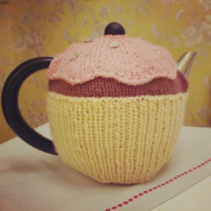 Knitted cupcake tea cosy High Tea Pinterest