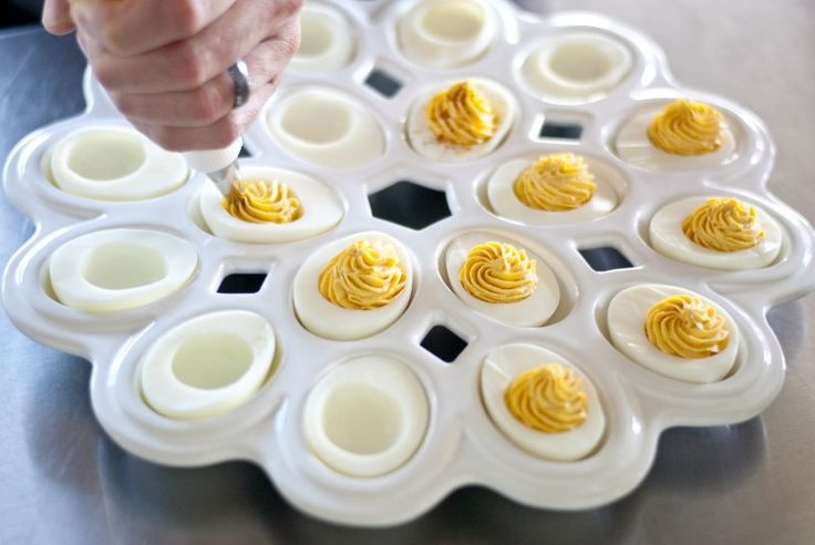 sriracha deviled eggs. | Appetizers/Finger Foods | Pinterest