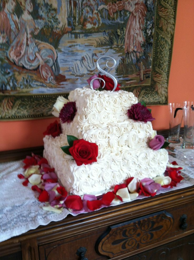 Cake Decorating Gone Wrong : - Rosette wedding cake gone wrong What the H?!? Pinterest