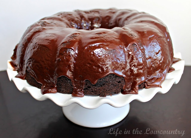 Chocolate Crack Cake [CHOCOLATE/SOUR CREAM/PUDDING BUNDT CAKE