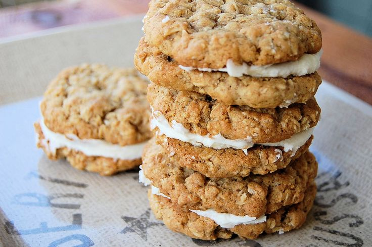 Old Fashioned Oatmeal Pies. A lot healthier than Little Debbie. C