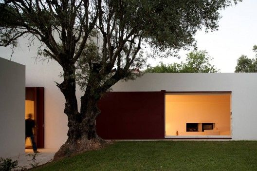 House Of Agostos / Pedro Domingos Arquitectos