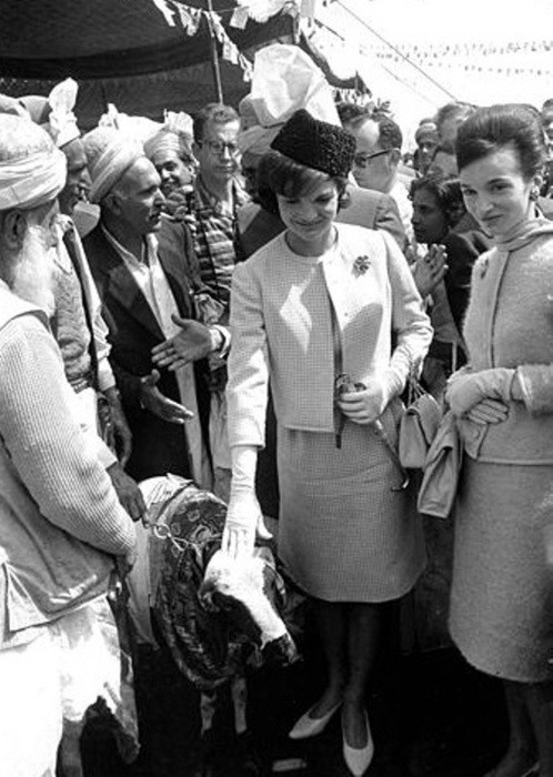Jackie kennedy in indian 1962 there is a story behind this photo