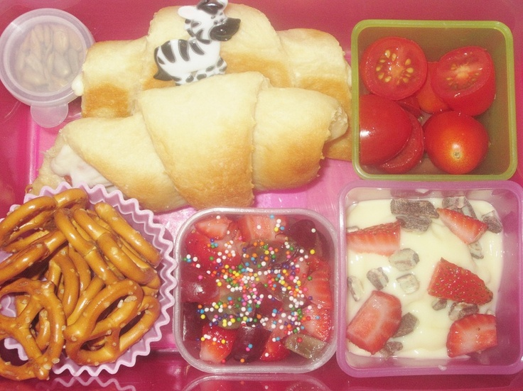 -ups, strawberries & grapes with sprinkles, vanilla pudding with mint ...
