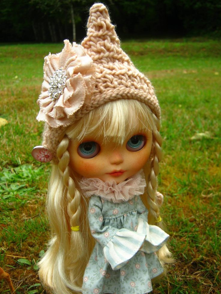 Lindy Dolldreams with Andrea Lofy *~* Pretty Rain in the new hat...*~*: http://pinterest.com/pin/197806608608673040/