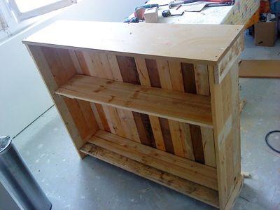 Diy pallet bar or shelf diy with pallets crates - Fabrication d un bar en bois ...