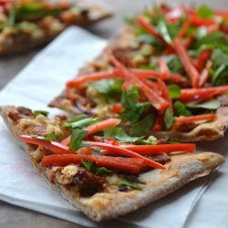 Delicious pizza with cream cheese and tandoori chicken - so easy! (in ...