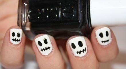 Cute Skull nail art!