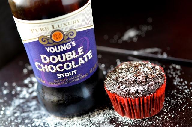 chocolate stout cupcakes w/ crumb topping (Vegan)