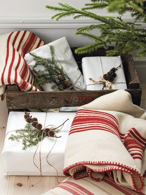 Rustic gift wrapping. | [ Rustic Christmas Decor ] | Pinterest