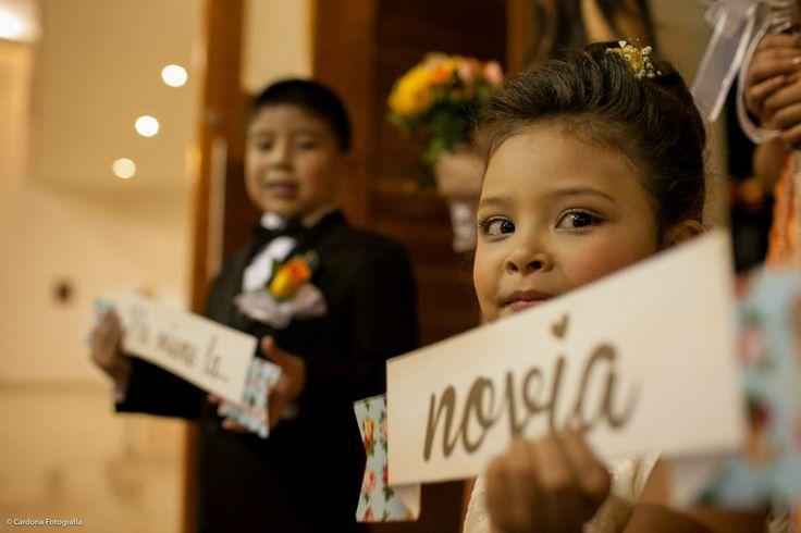 carteles anunciando a la novia