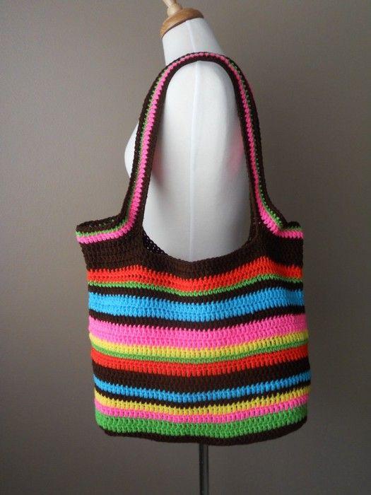 Dit is eigenlijk een heel simpel patroon, maar door de verschillende kleuren toch een heel erg leuke en handige tas.