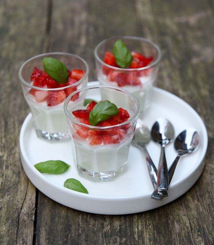 Basil panna cotta and strawberries | My blog | Pinterest