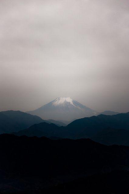 mt. fuji   富士山  by swift blue