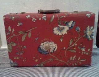"Old suitcase ""Decoupaged"" creativeideasandtips.blogspot.com"