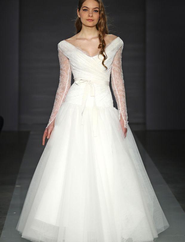 Robe de mariée en dentelle chantilly  wedding  Pinterest