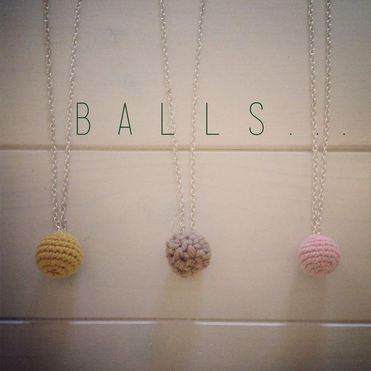 Handmade ideas - catenina crochet ball - crochet ball necklace