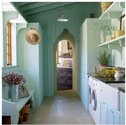 Long washroom/pantry. Good space.