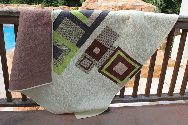 Free Modern Quilt Pattern with stacked swirls quilting and straight line border by Angela Walters