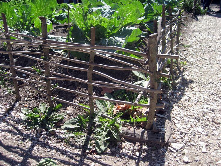 No nail simple garden fence garden pinterest for Simple fence