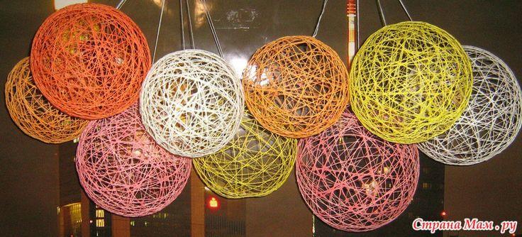 Загрузить обои шарики, ножки, цветные шарики, ванная, саша, balls, legs, colored balls, bathroom