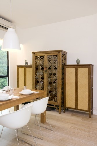 mixed and simple. nice slightly zen-like dining room