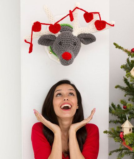 Reindeer Wall Plaque Free Crochet Pattern from Red Heart Yarns