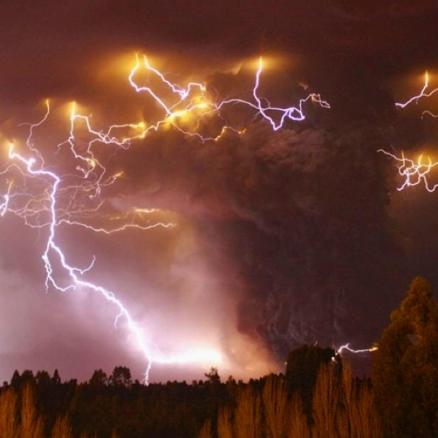 Lightening Storms Are Scary As Hell Lightning Pinterest