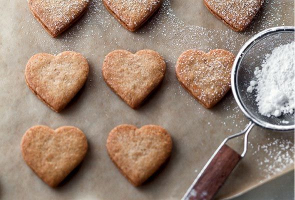 Linzer Heart Cookies from Leite's Culinaria #LeitesCulinaria and # ...