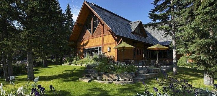 Buffalo Mountain Lodge exterior summer