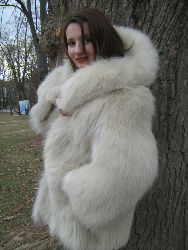 Fox fur coats probably represent the most iconic fur type in the fur fashion industry the past 50 years. The image of the long and curvy haired fox fur garment is the first one to come in mind to the majority of people when they hear the word fur.