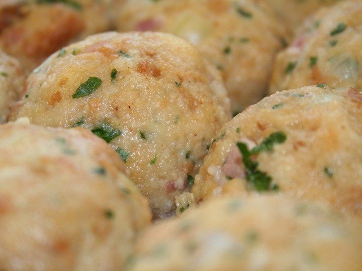 Semmelknödel (German bread dumplings) | Deutschland | Pinterest